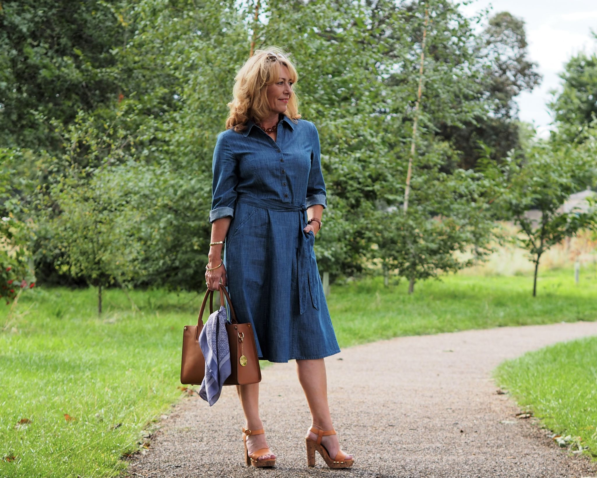 What a huge change in the weather! Here I am getting the usual windswept look! I'm sharing this wardrobe staple denim dress with you today. I'm really pleased with this.