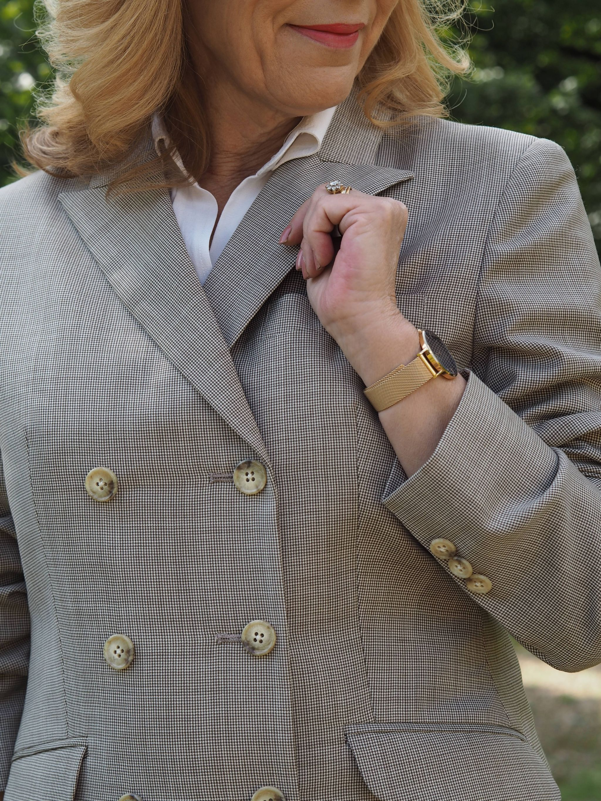 I'm featuring here today a made to measure blazer just for me!